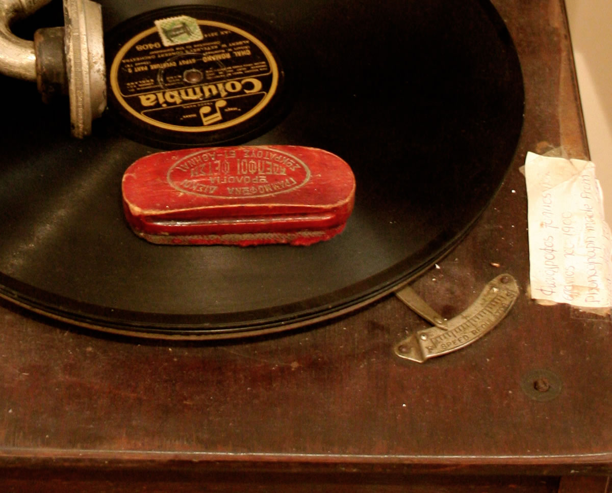 Historical overview of experiments with record players / records — or Scratches from Second